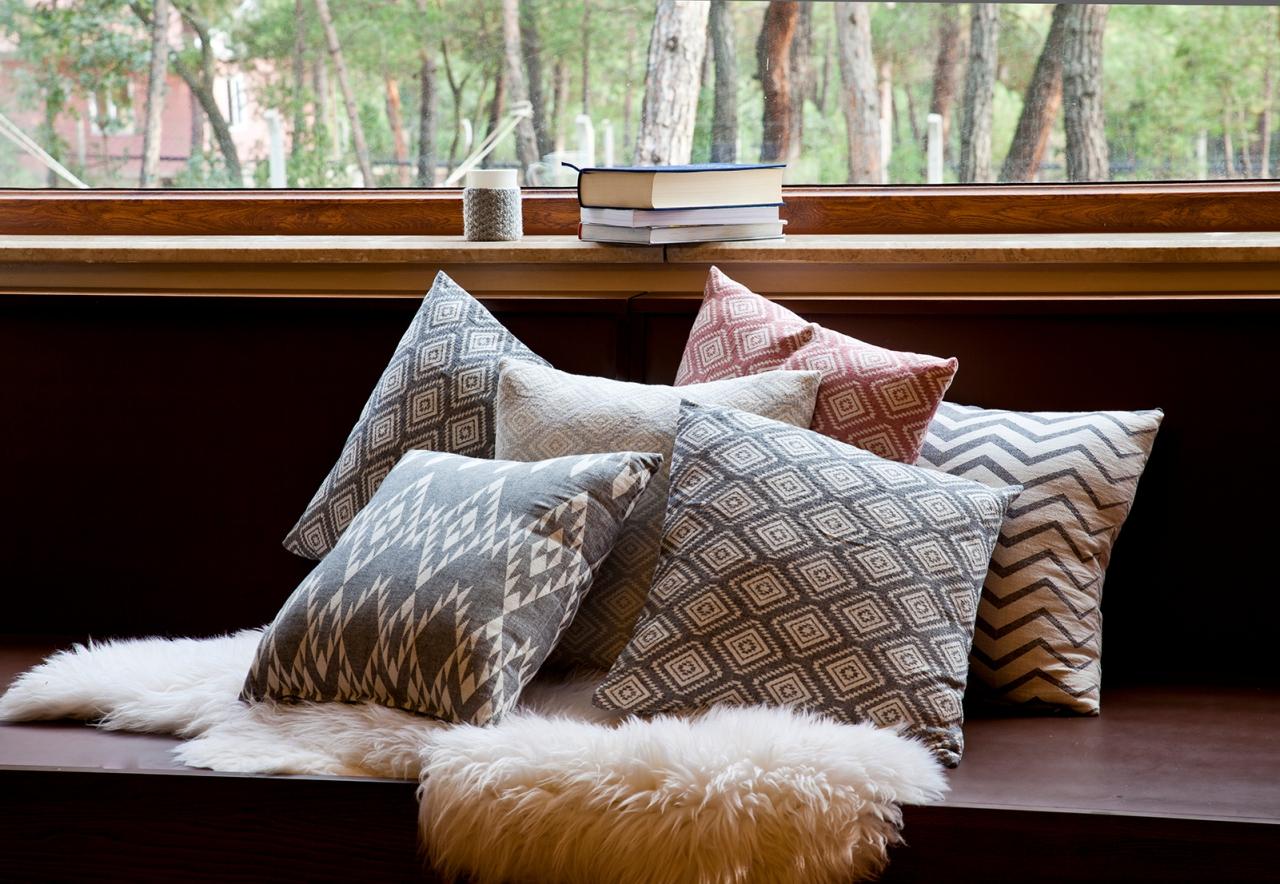 aw16 17 cushions